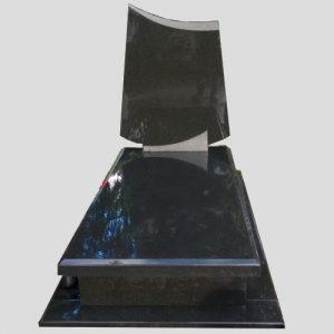 zdjęcie nagrobka z czarnego granitu.